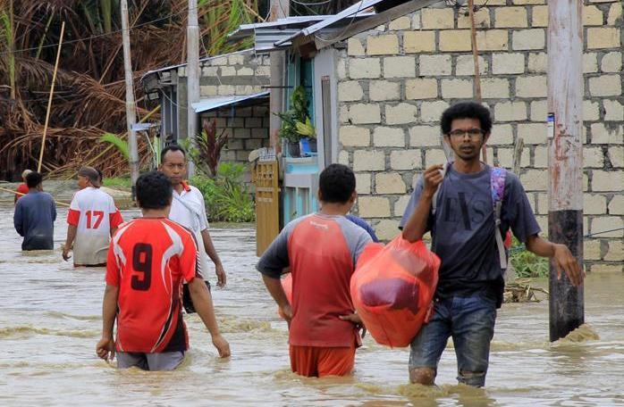 (国际)(1)印尼东部洪灾死亡人数上升至79人