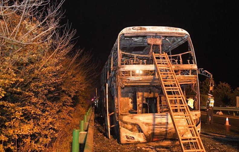 (新华网)(1)湖南常长高速客车起火事故致26人死亡