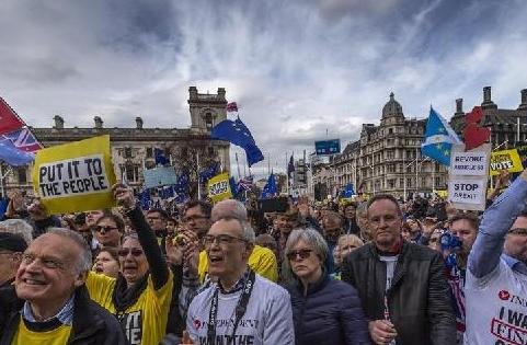 """(国际)(2)伦敦举行游行支持""""脱欧""""二次公投"""