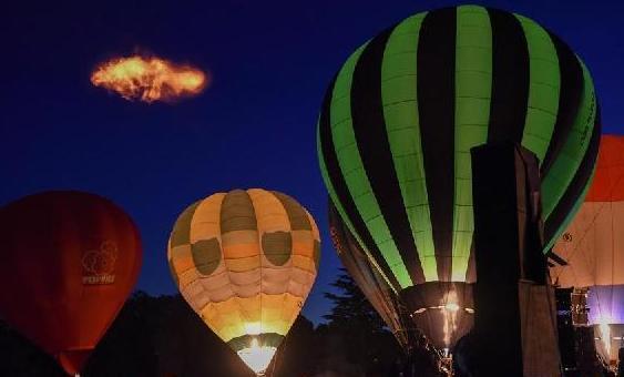 (国际)(4)新西兰:怀卡托热气球交响发光秀