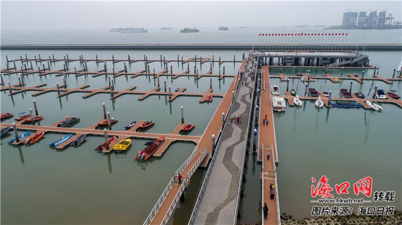 海口市国家帆船基地公共码头泊位充足. 记者 李天平 摄