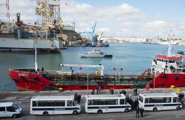 (国际)(1)被移民劫持的商船抵达马耳他