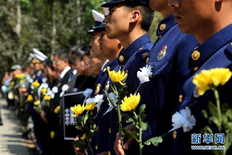 #(社會)(2)四川西昌舉行撲救木里森林火災犧牲烈士骨灰安葬儀式