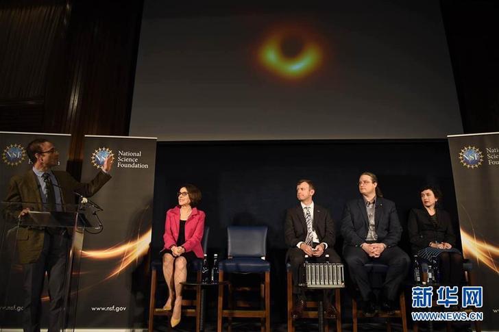 """(国际)(2)人类首次""""看到""""了黑洞"""