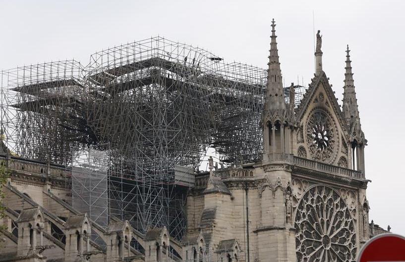 (国际)(1)巴黎圣母院:浩劫之后