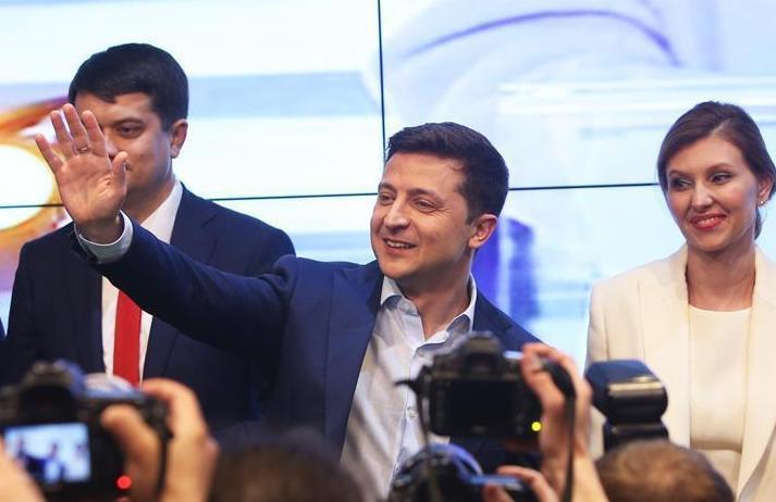 (国际)(2)出口民调显示泽连斯基在乌克兰总统选举中得票率大幅领先