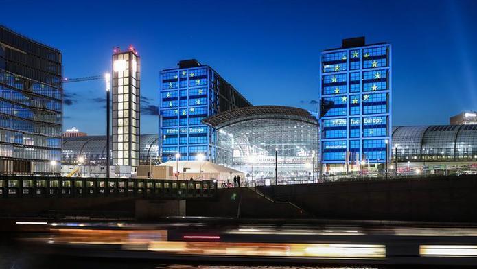 (国际)(4)欧盟主题灯光点亮柏林主火车站