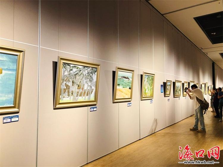 美院写生创作作品交流展包含了两地画家的写生作品及部分海南油画家的图片