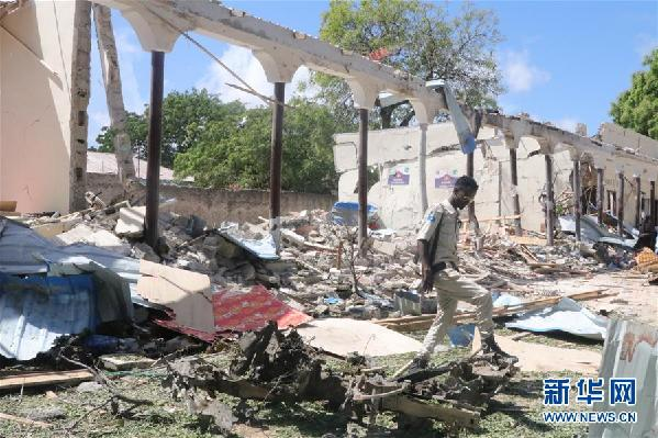 (国际)(1)索马里首都遭汽车炸弹袭击致5死9伤