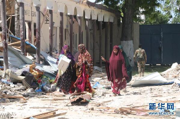 (国际)(2)索马里首都遭汽车炸弹袭击致5死9伤