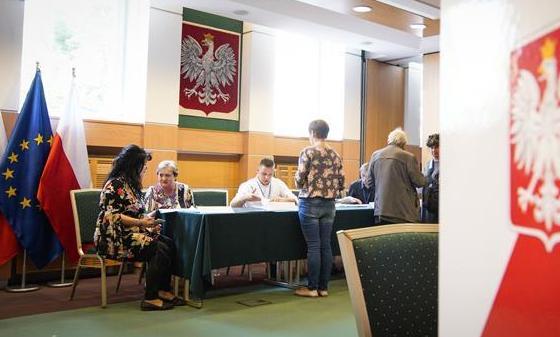(国际)(2)波兰举行欧洲议会选举投票