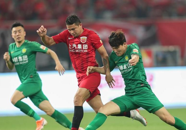 (体育)(12)足球——中超:上海上港胜北京国安