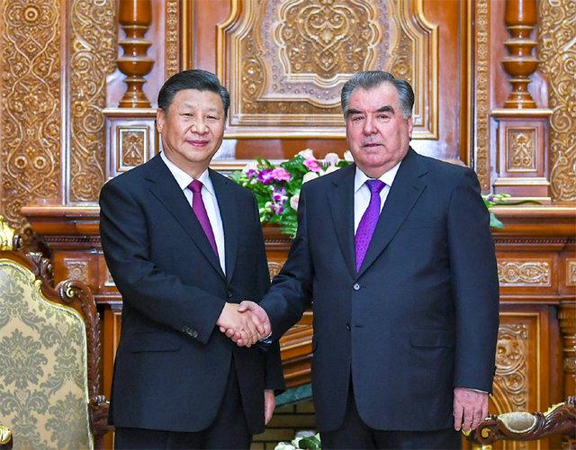 6月15日,国家主席习近平在杜尚别同塔吉克斯坦总统拉赫蒙会谈。新华社记者 谢环驰 摄