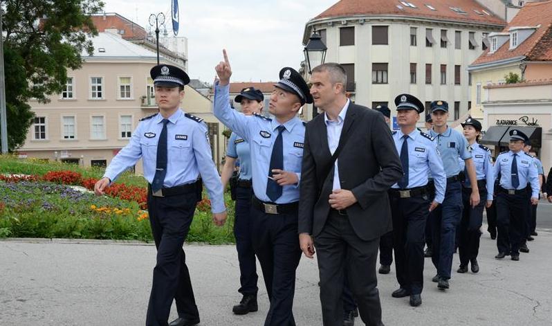 (国际)(2)中国与克罗地亚第二次旅游季警务联巡启动