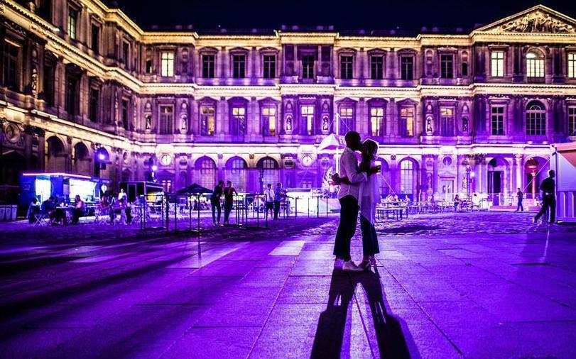 """(外代二线)(4)巴黎:卢浮宫前的""""露天电影院"""""""
