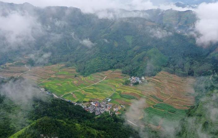 (美丽中国)(1)雾绕瑶山