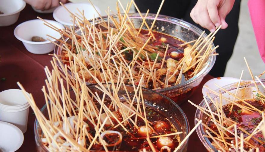 """(國際·圖文互動)(2)泰國一孔子學院舉辦""""中國廚房""""美食文化節"""