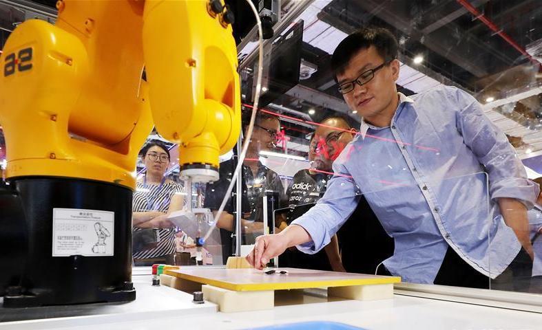 (社会)(6)第21届中国国际工业博览会在沪开幕