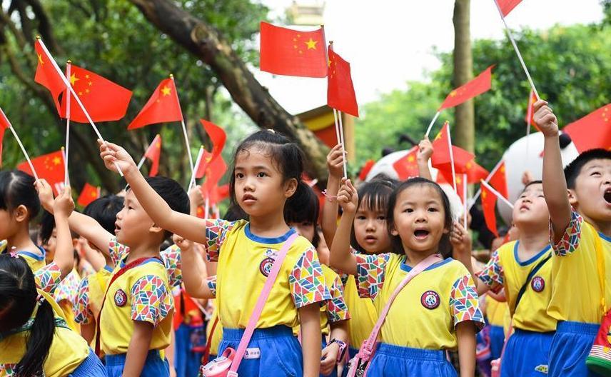 (社会)(2)广州儿童歌唱迎国庆