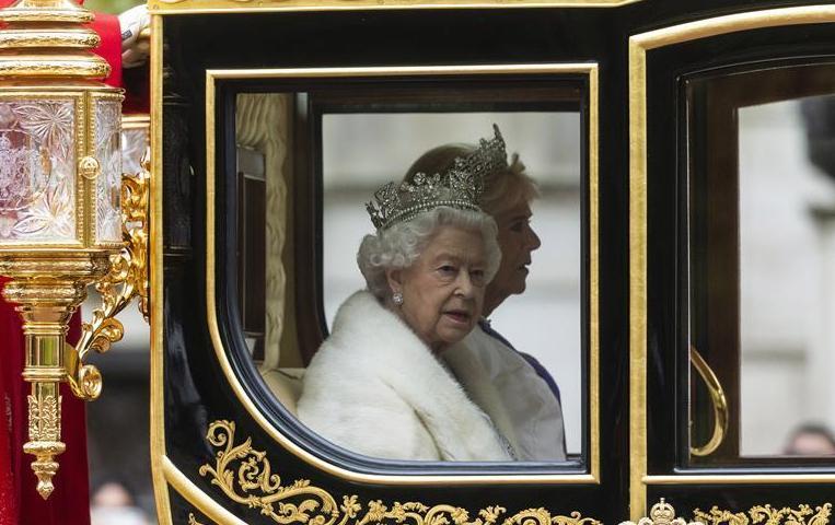 (国际)(1)英女王出席英国新一届议会开幕仪式