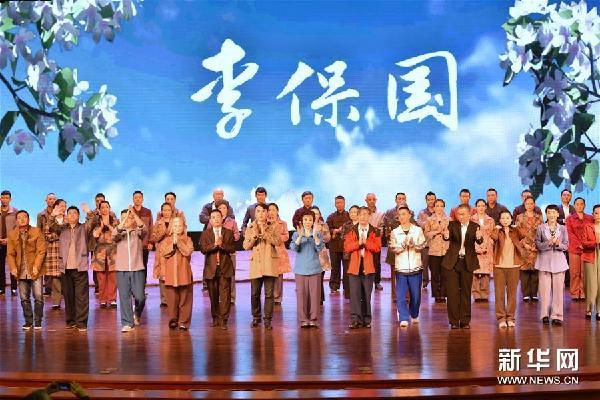 (文化)(1)河北梆子《李保国》在河北省安平县演出