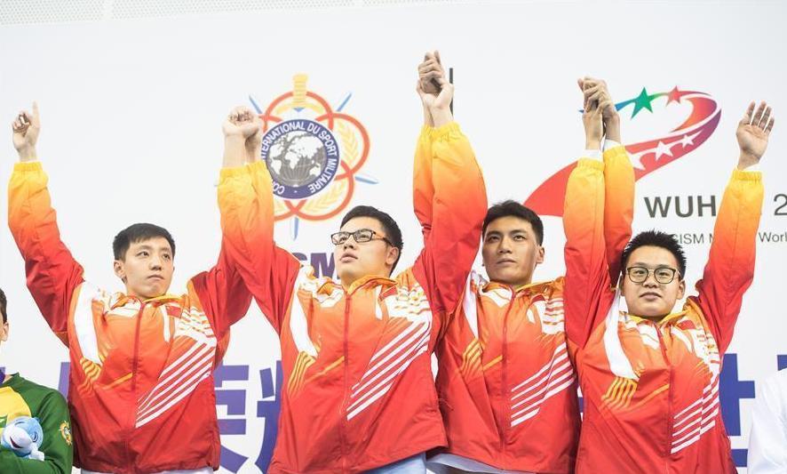 (军运会)(2)水上救生——男子4X50米?#20064;?#28216;泳接力:中国队夺冠