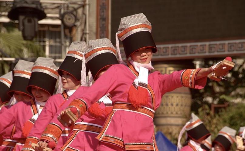 (文化)(1)广西瑶族同胞欢庆盘王节