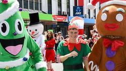 (国际)(2)新西兰:惠灵顿举行迎圣诞游行