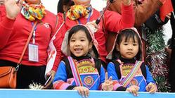 (文化)(1)云南墨江國際雙胞胎文化節舉行花車巡游