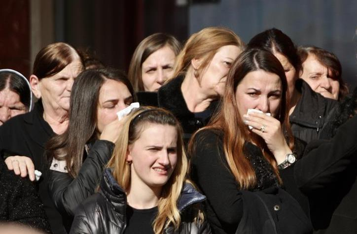(国际)(1)阿尔巴尼亚为地震遇难者举行葬礼