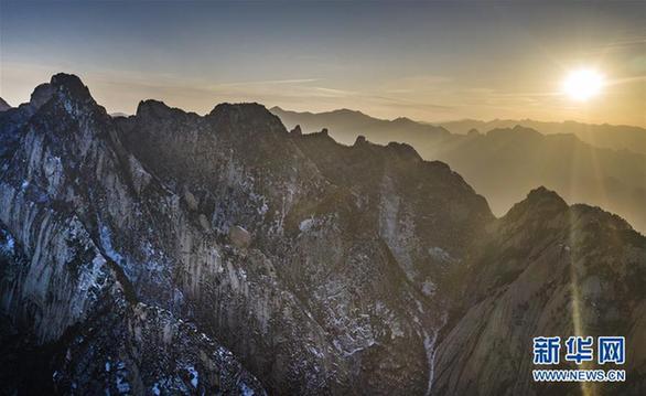 (斑斓中国)(1)晨霞中的西岳西岳