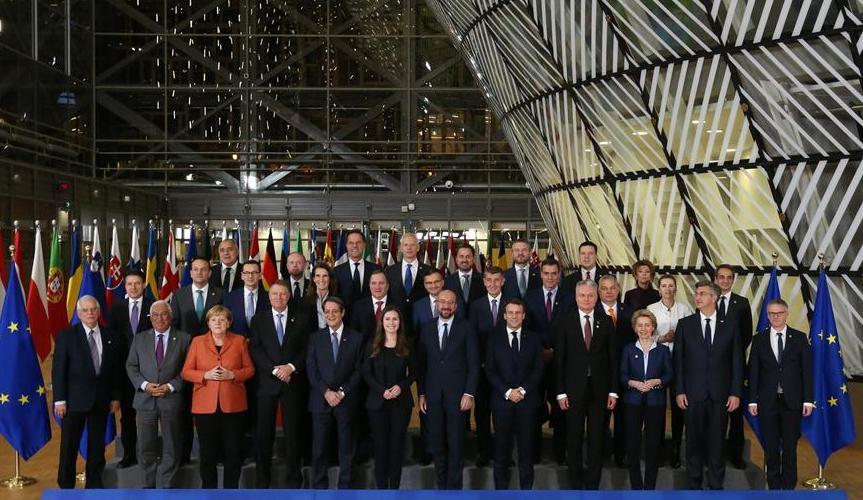 (国际)(1)欧盟冬季峰会举行领导人合影仪式