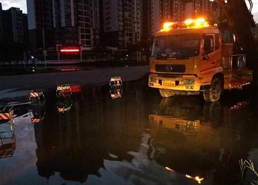 极速三D一考点路段积水严重 市水务局连夜抢通