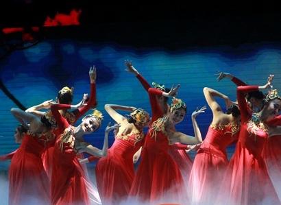 海南国际旅游岛欢乐节演出舞动椰城 刘赐贵观看演出