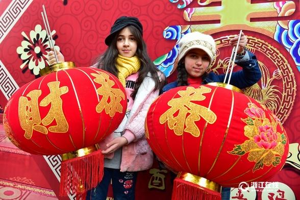义乌为外商拍摄新年全家福