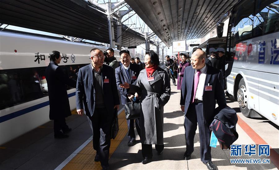 (两会)(1)来自河南的全国政协委员抵京