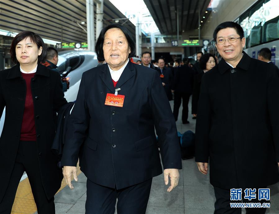 (两会)(1)山西代表团抵达北京