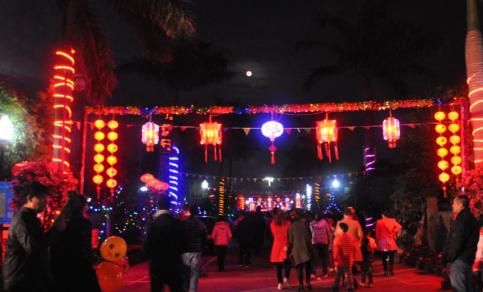 海口元宵夜节日氛围欢乐祥和 获外国友人点赞