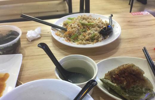 """不知""""光盘""""剩菜多 海口""""眷村食堂""""食物浪费严重"""