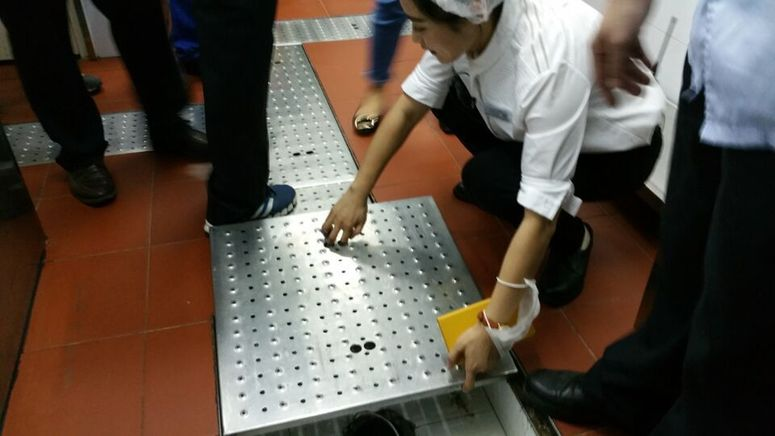 海口食药监检查海底捞后厨 符合规范无食品安全隐患
