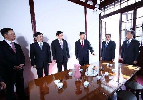 习近平和中央政治局常委集体瞻仰中共一大会址