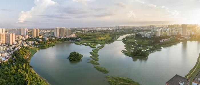 俯瞰海口美舍河凤翔湿地公园