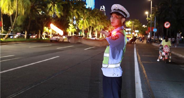 椰城中秋夜平安祥和 海口警方出动2900余警力值守平安