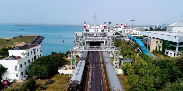 探访海南铁路跨海轮渡:跨越天堑的列车