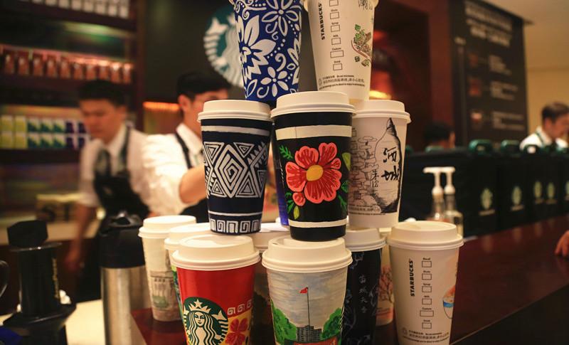 博鳌花絮:咖啡杯手绘美食美景 向世界展示中国美