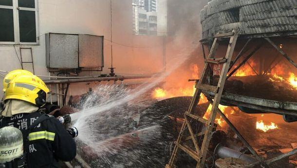 海口玉沙路一號風華時代大廈樓頂著火 無人員傷亡