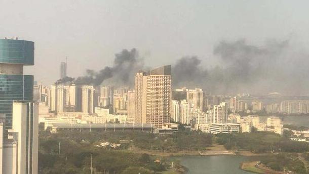 突发!海口一在建工地发生火灾 现场工人及时扑灭