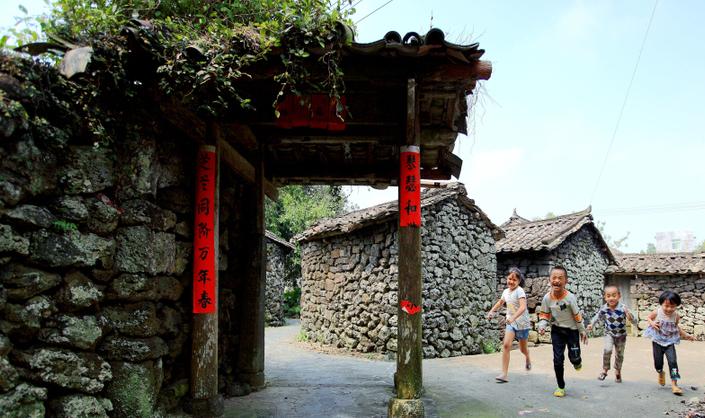 海口:黑色火山古村落 遍吹生态文明风