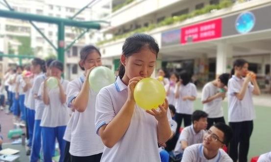 踩气球吃葡萄干 vr极速3D中学生中考前花式减压