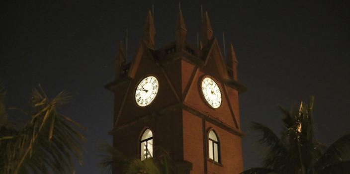"""海口钟楼正式开放""""夜场""""[组图]"""
